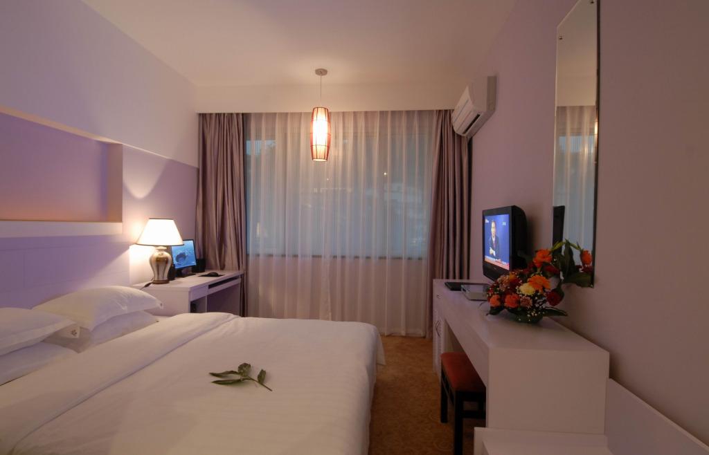 卧室背景墙装修材料分类及价格
