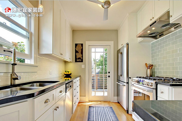 首页 家装攻略 欧式厨房装修效果图大全       欧洲是一个浪漫的国度
