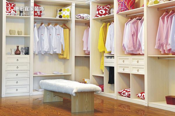 卧室地板的衣柜的颜色怎么搭配