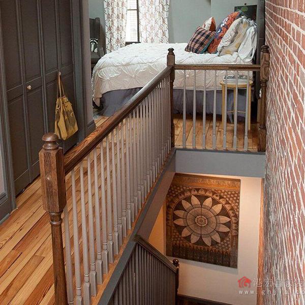 这两张楼中楼装修效果图,楼梯扶手设计充满了现代感,又不是典