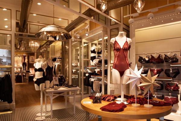 试衣间,收银台和整个店面的灯光效果的设计